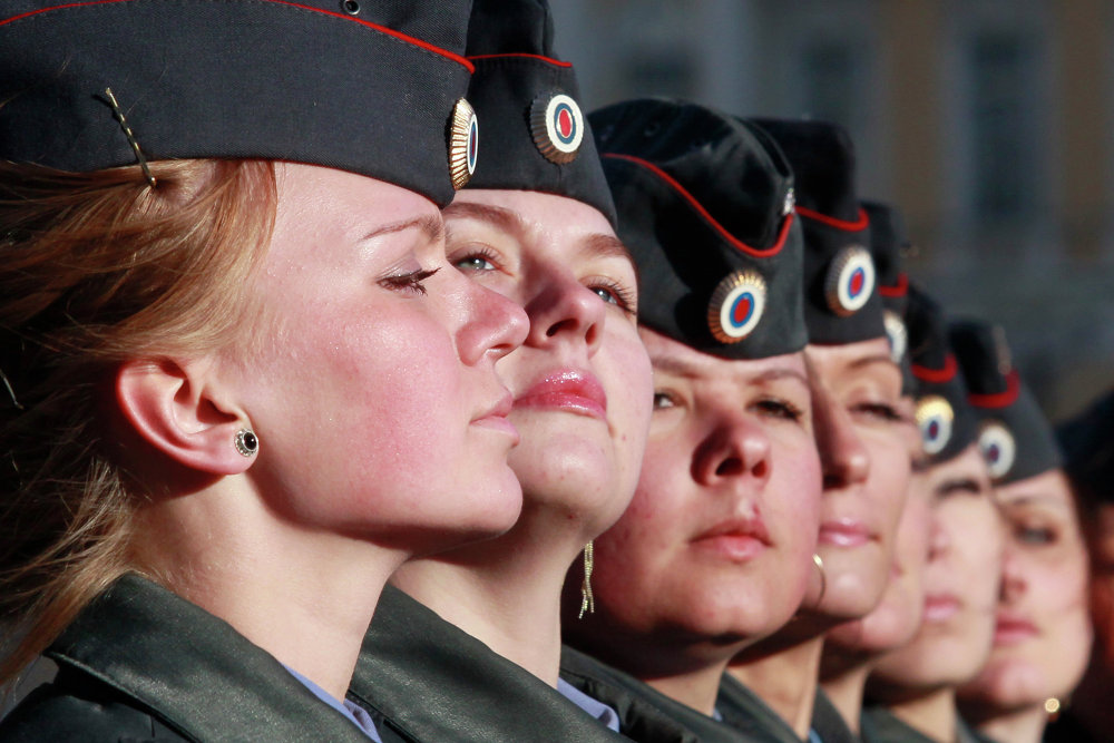 Batom e Kalashnikov: mulheres noEexército russo