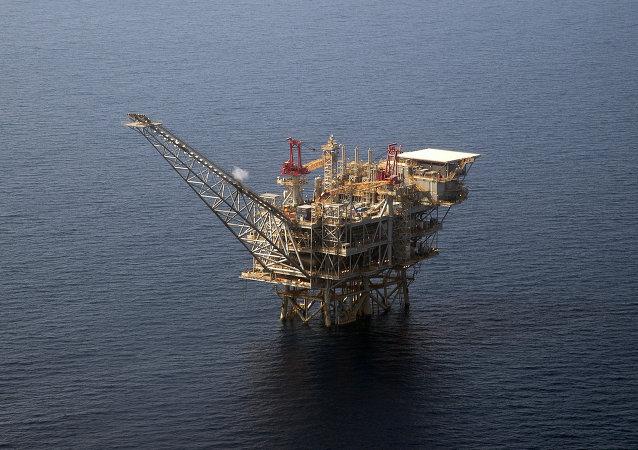 Plataforma de perfuração de gás de Tamar israelense no mar Mediterrâneo, 30 de julho de 2015