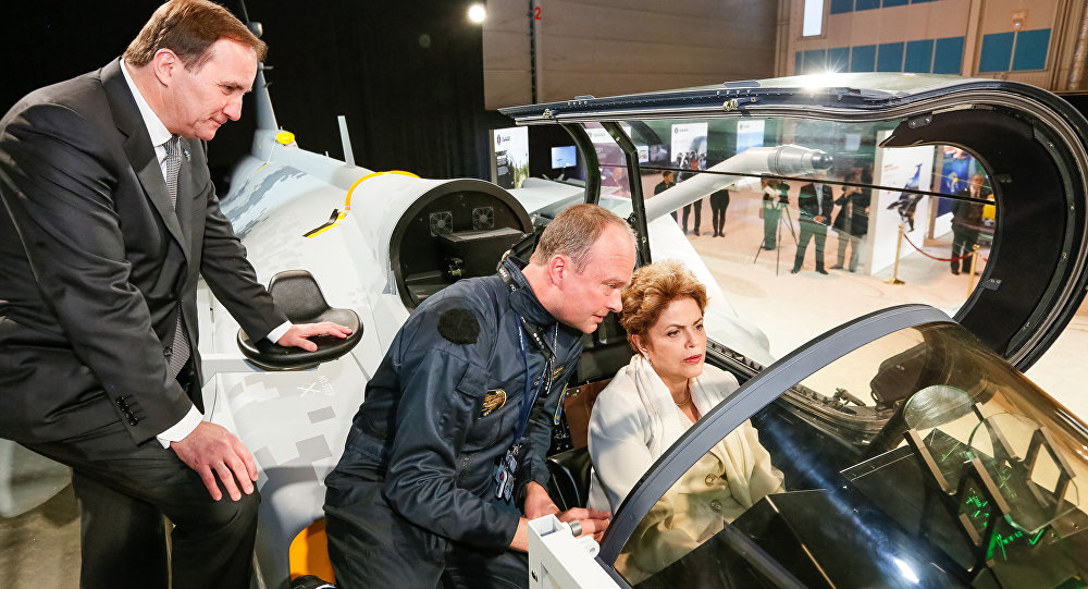 Presidenta Dilma Rousseff durante apresentação do caça Gripen na visita à SAAB
