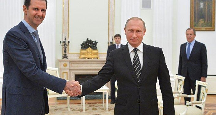 Presidente russo Vladimir Putin encontra-se com o líder da Síria Bashar Assad em 30 de outubro 2015, em Moscou