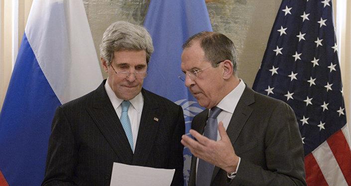 Secretário de estado dos EUA, John Kerry, e ministro das Relações Exteriores da Rússia, Sergei Lavrov