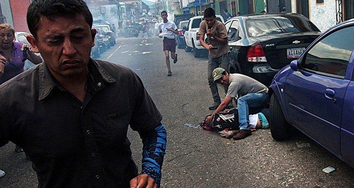 Adolescente morre durante protestos na Venezuela