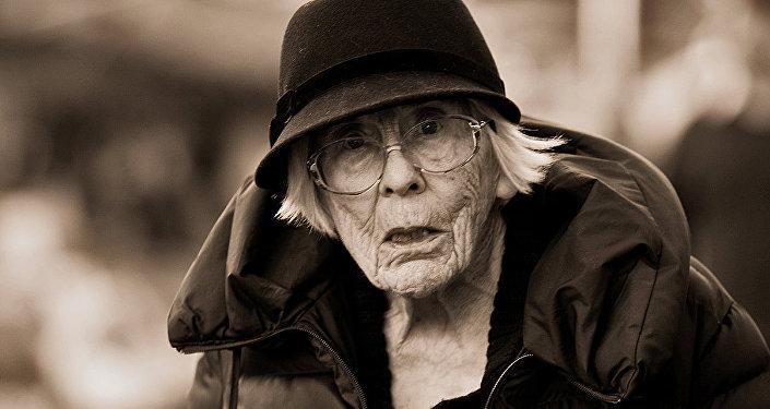 Mulher idosa britânica