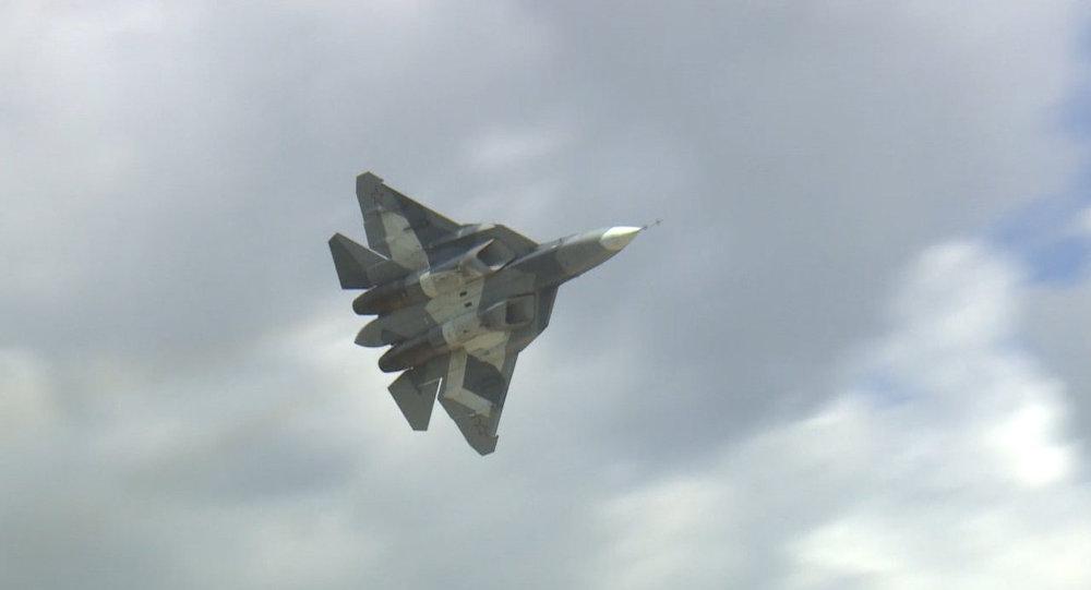 Novo caça russo T-50 levanta voo