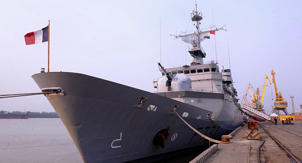 Fragata Vendémiaire, em abril de 2011