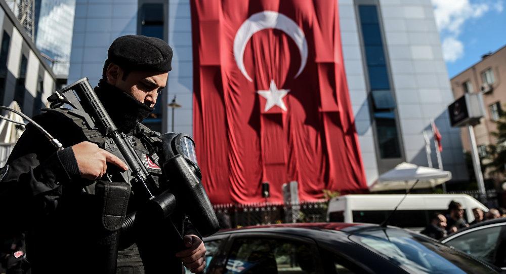 Suspeitos, membros do Movimento Gulen, foram levados para Istambul em voo privado