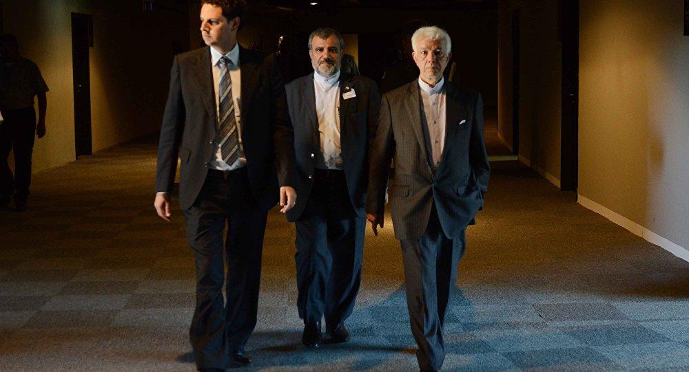 Embaixador da República Islâmica do Irã no Brasil, Mohammad Ali Ghanezadeh (direita)