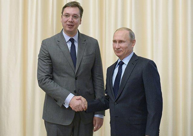 O presidente russo, Vladimir Putin e o primeiro-ministro sérvio, Aleksandar Vucic