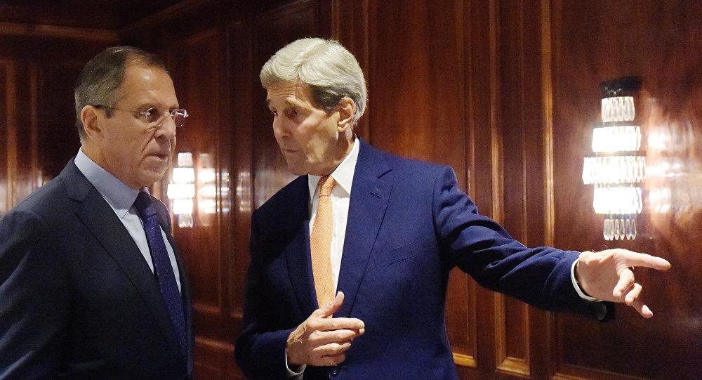 Sergei Lavrov e John Kerry em Viena