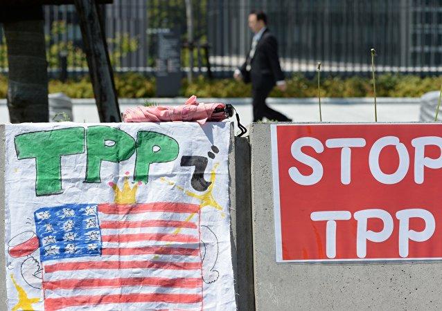 Cartão contra Acordo de Parceria Trans-Pacífico (TTP) em Tóquio. 23 de abril, 2014