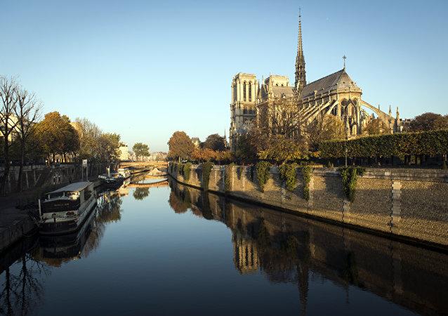A Catedral de Notre-Dame de Paris, França.