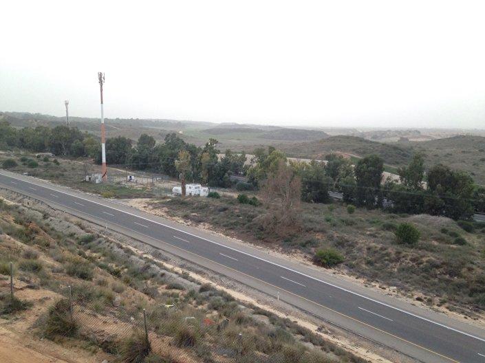 Vista da Faixa de Gaza a partir da cidade israelense de Sderot. As autoridades israelenses exigem uma faixa de alienação em Gaza de um quilómetro de largura onde é proibida a construção