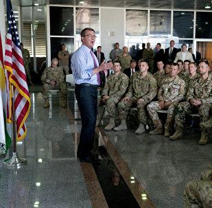 Secretário de Defesa dos EUA Ashton Carter prometeu enviar mais tropas norte-americanas para a Síria