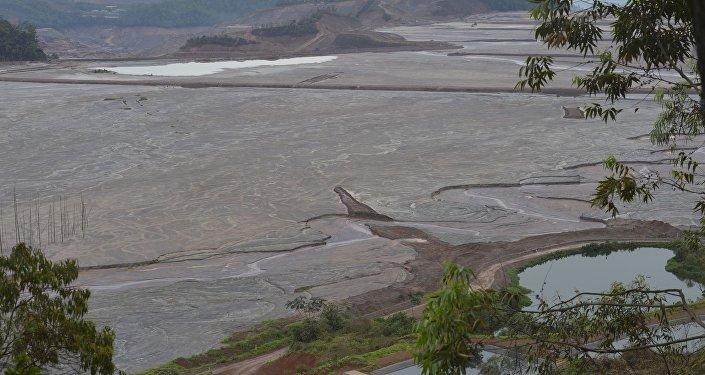Lama de barragens de Mariana