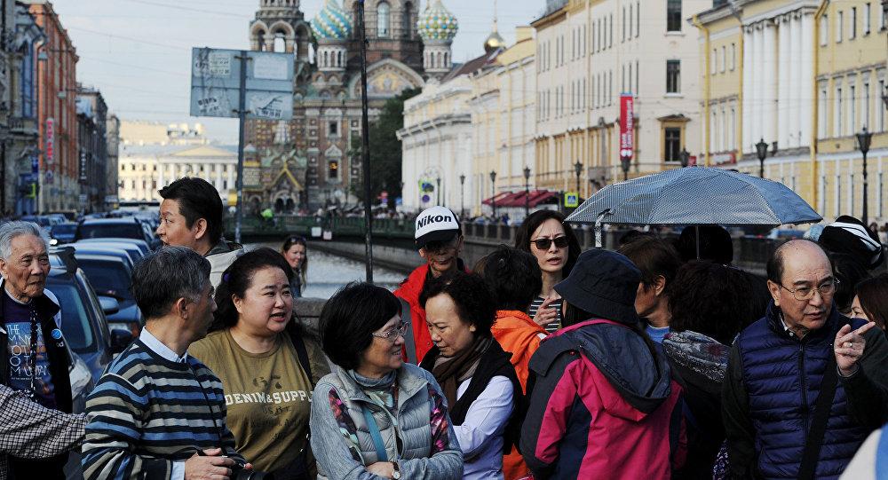 Turistas chineses visitam São Petersburgo, capital cultural da Rússia,  4 de setembro de 2015