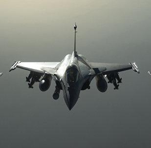 Caças franceses Rafale voam rumo à Síria em setembro de 2015