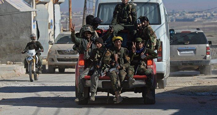 As Forças Governamentais da Síria na libertada provincia de Aleppo