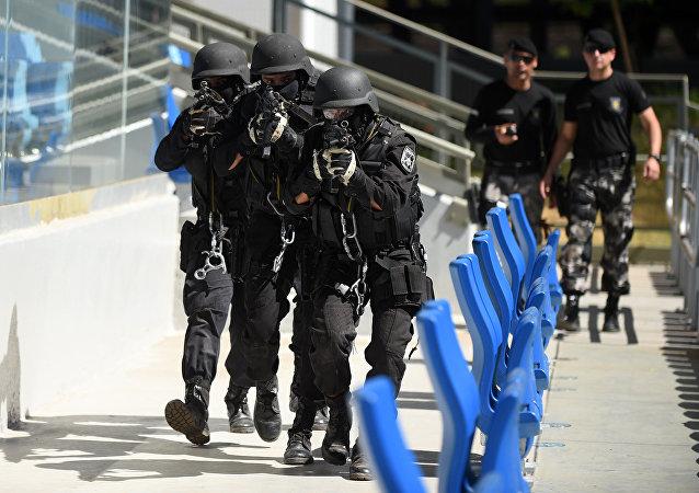 Policiais do Bope simulam resgate de refém na Arena Pantanal em Cuiabá