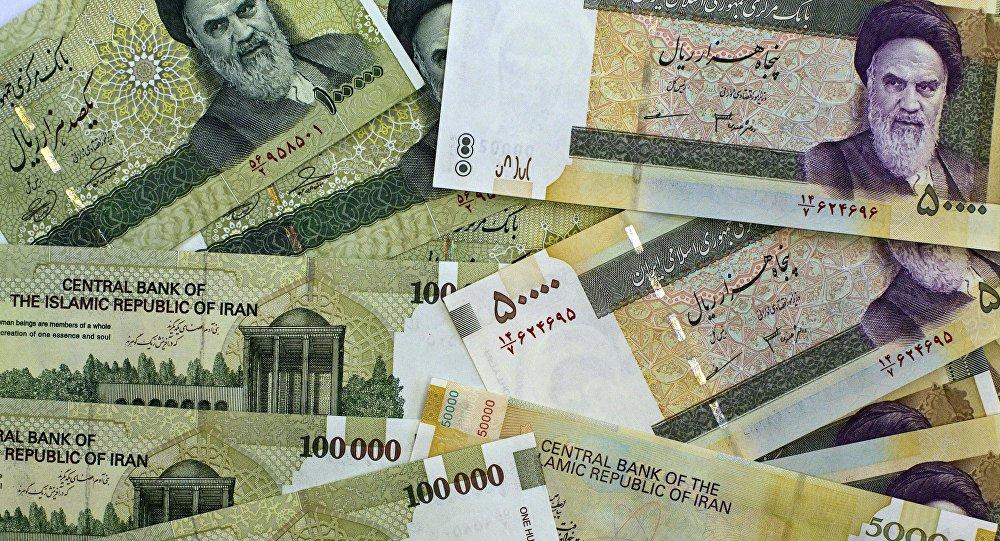 Notas de 50 mil e 100 mil riais iranianos