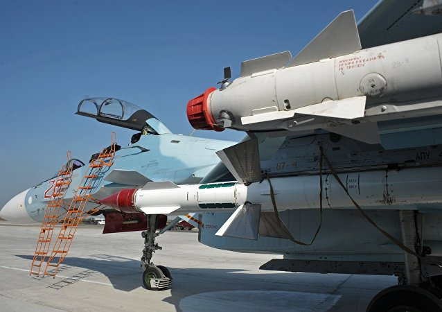 Caça russo Su-30SM na base aérea de Hmeymim