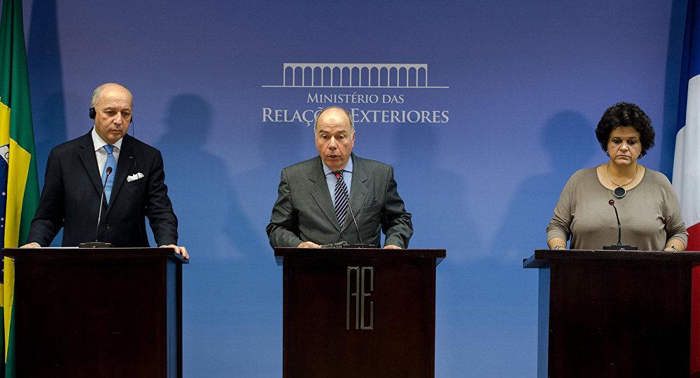 O ministro de Assuntos Exteriores e do Desenvolvimento Internacional da França, Laurent Fabius, o ministro das Relações Exteriores do Brasil, Mauro Vieira, e a ministra do Meio Ambiente do Brasil, Izabella Teixeira.