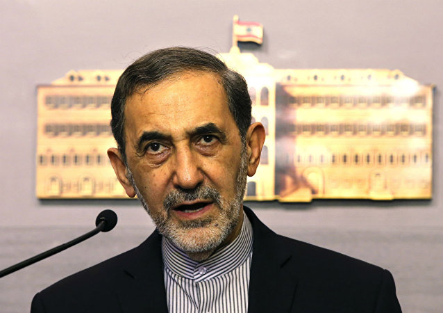 Ali Akbar Velayati, assessor político do líder supremo iraniano.