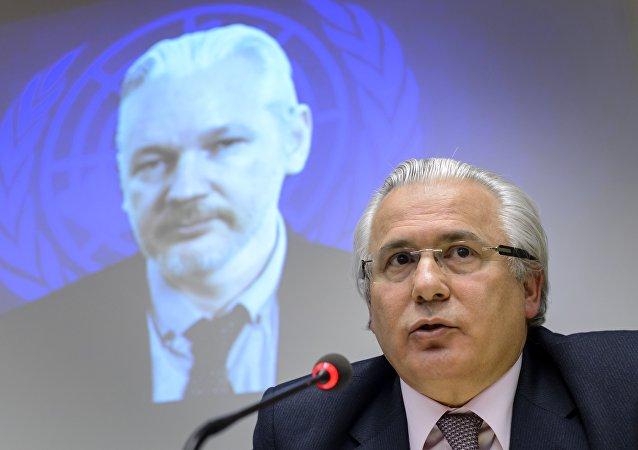 Baltasar Garzón acredita que a luta contra o terrorismo apenas pela via militar não é suficiente