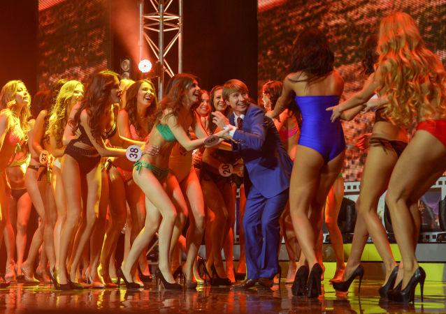 Apresentação das participantes do XXI Festival Nacional de Talento e Beleza Belezas da Rússia em Moscou