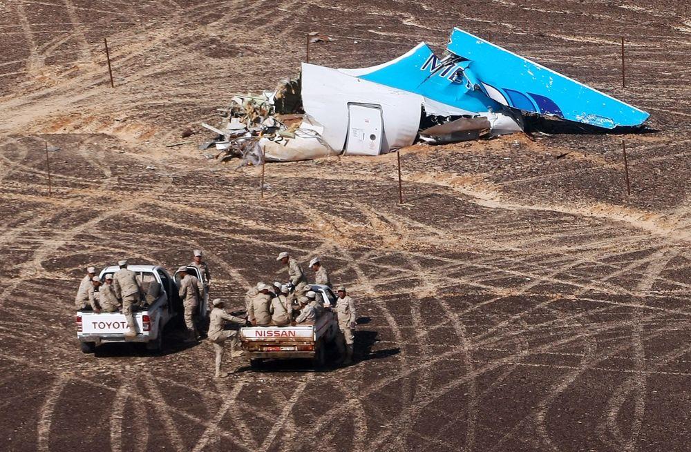 Lugar do queda do avião russo Airbus A321 da companhia aérea Kogalymavia