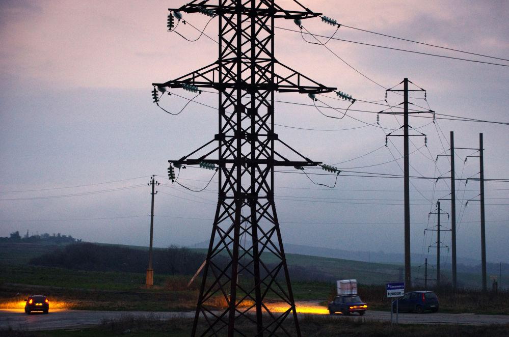Linha elétrica de alta tensão apagada em Simferopol
