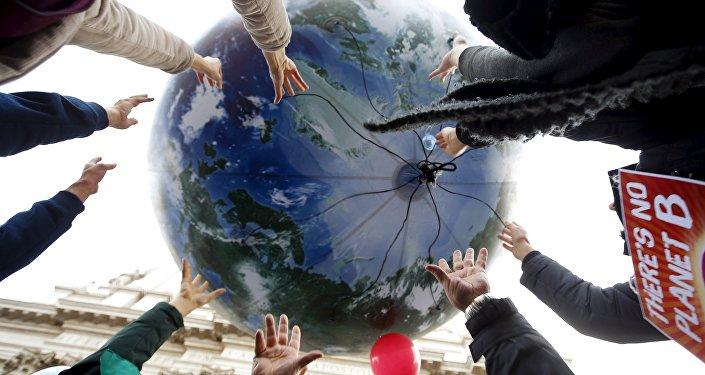 Manifestantes pedem respeito ao meio ambiente um dia antes da COP 21 em Paris