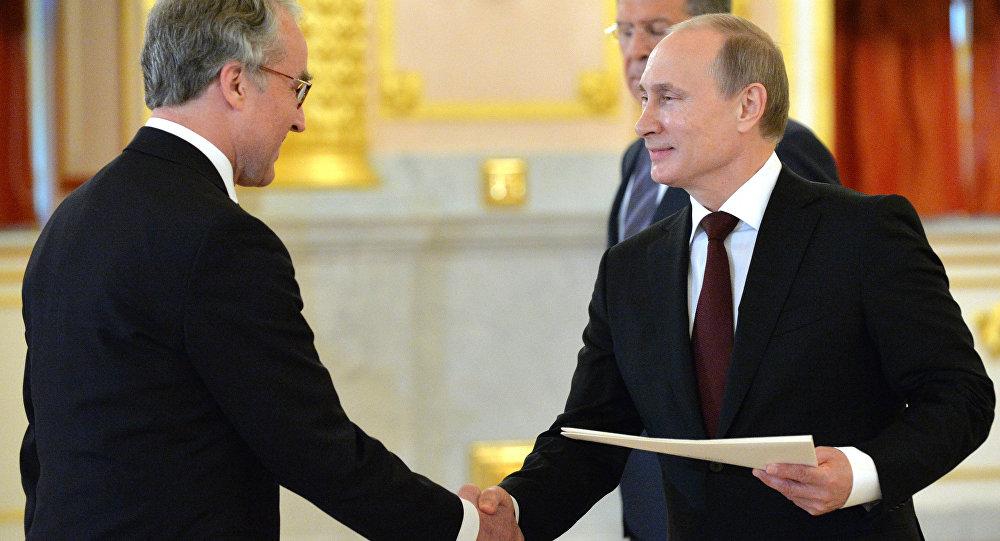 Ruediger von Fritsch, o embaixador da Alemanha na Rússia, apresentando suas credenciais ao presidente russo, Vladimir Putin