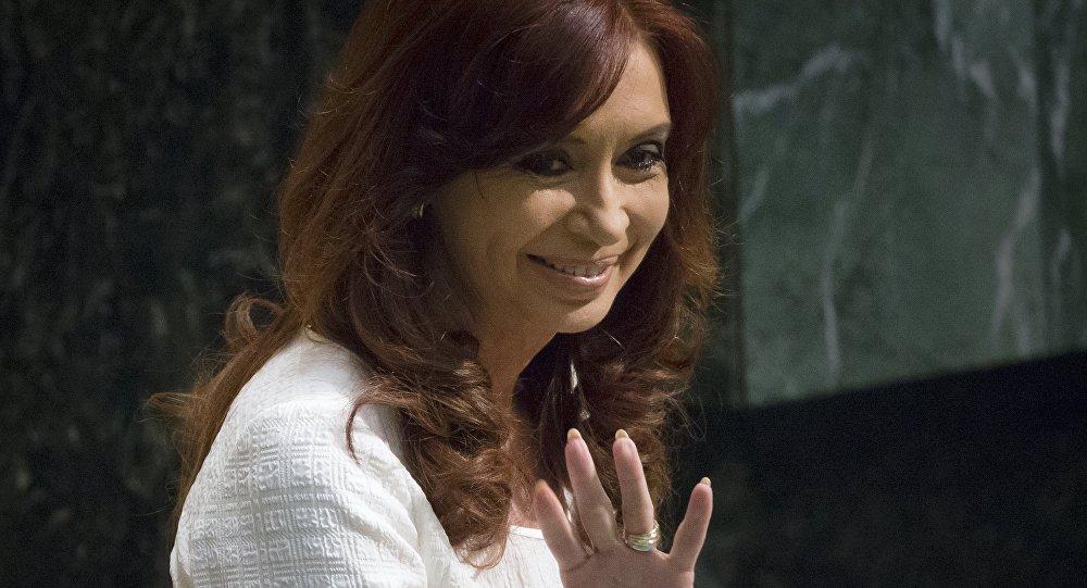 Cristina Kirchner acena antes de discursar na Assembleia Geral da ONU