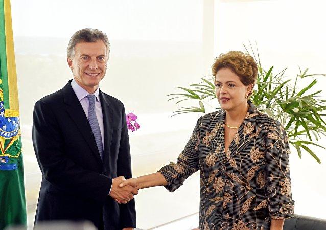 Presidente eleito da Argentina, Mauricio Macri, e presidenta do Brasil, Dilma Rousseff