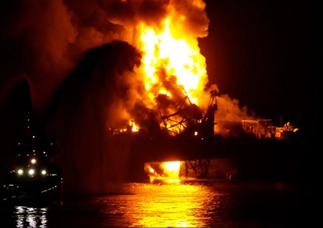 Incêndio na plataforma de petróleo e gás do Azerbaijão Guneshli