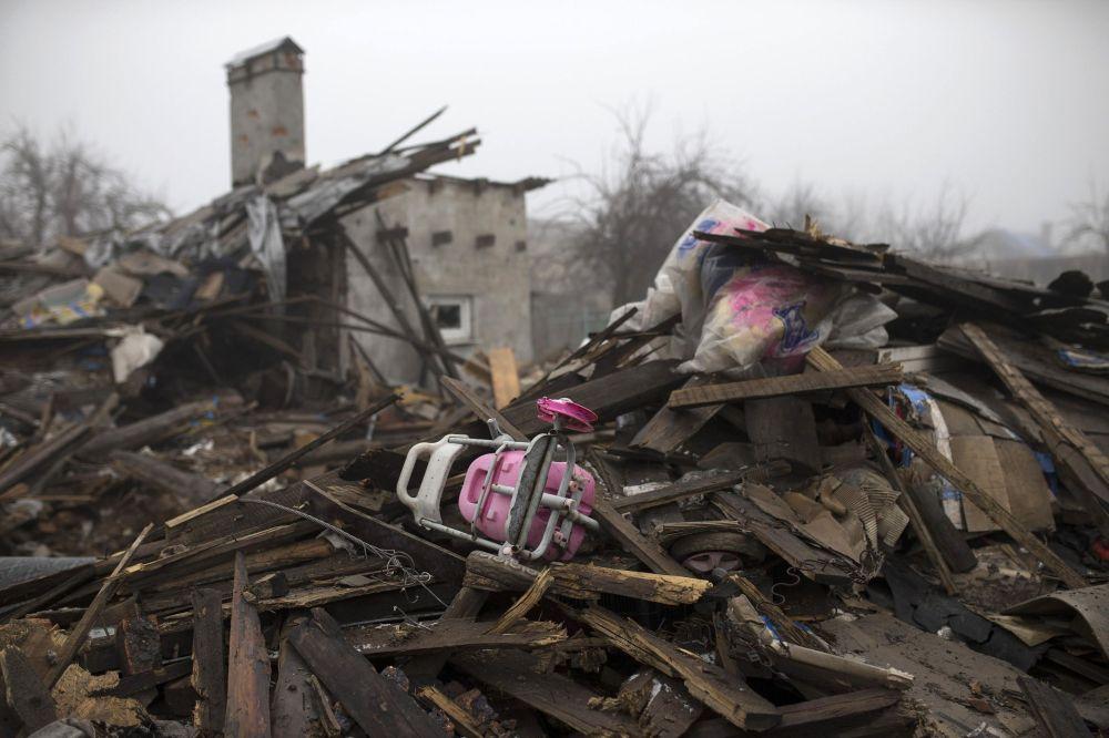 Prédio destruído em Donetsk