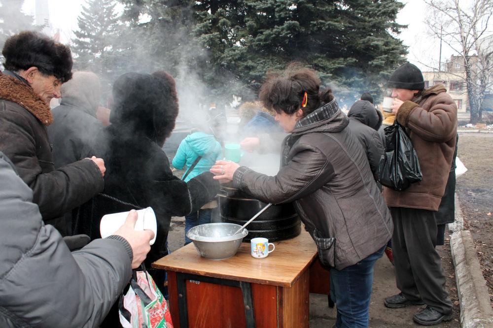 Entrega de comida em Debaltsevo