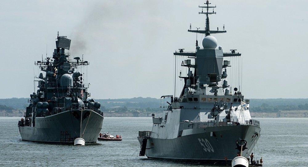 Navios da Marinha russs durante uma operação