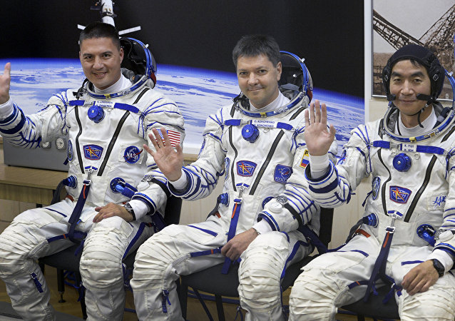 O norte-americano Kjell Lindgren, o russo Oleg Kononenko e o japonês Kimiya Yui estiveram na Estação Espacial Internacional (EEI).