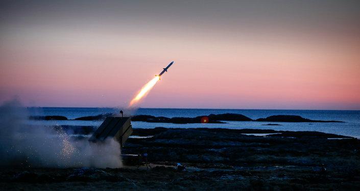 Sistemas de defesa antiaérea estadunidenses NASAMS em ação