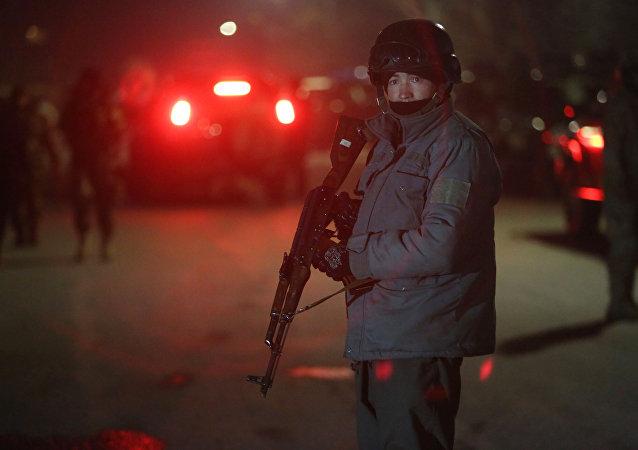 Soldado do serviço de segurança do Afeganistão após um ataque em Cabul