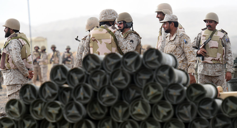 Soldados sauditas no sudoeste da Arábia Saudita, 13 de abril de 2015