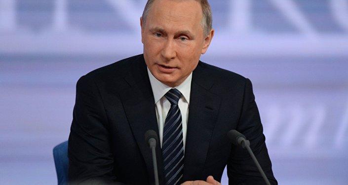 17 de dezembro, 2015. O presidente russo Vladimir Putin está realizando a grande coletiva anual no Centro de comércio internacional em Moscou