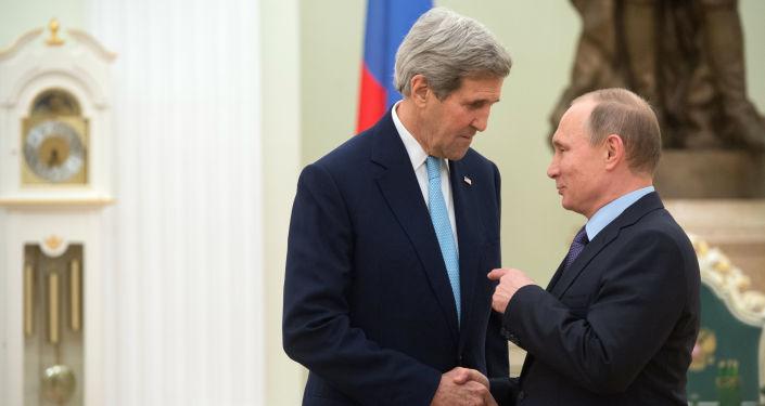 Presidente russo Vladimir Putin e secretário de Estado dos EUA, John Kerry, durante uma reunião no Kremlin. 15 de dezembro.