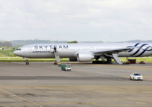 Aeronave Boeing 777 da Air France fez um pouso de emergência no Aeroporto Internacional Moi na cidade costeira do Quênia de Mombasa, 20 de dezembro de 2015