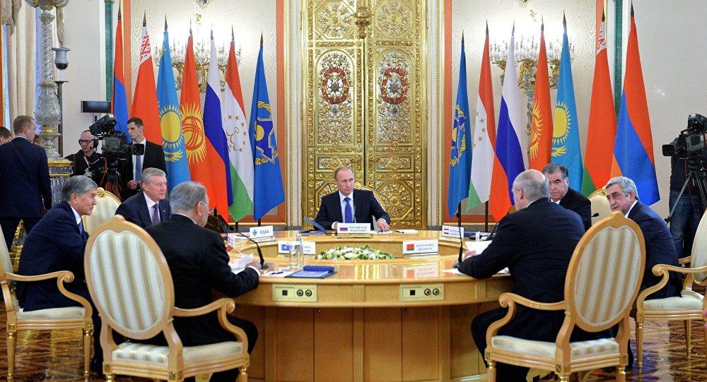 Líderes dos países-membros da Organisação do Tratado de Segurança Coletiva participam da cúpula em Moscou, 21 de dezembro de 2015