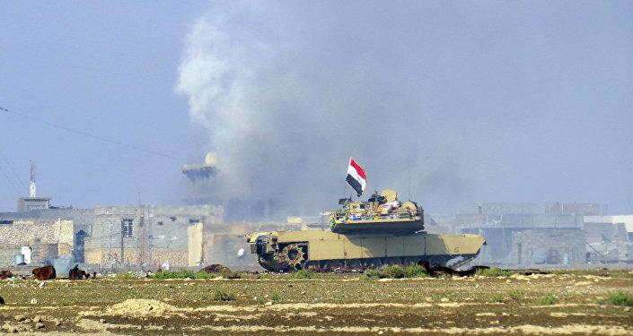 Tropas iraquianas em ofensiva a campos de petróleo nas mãos de curdos