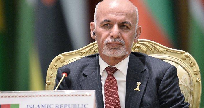 O presidente do Afeganistão durante a conferência internacional sobre a paz e a neutralidade em Asgabate