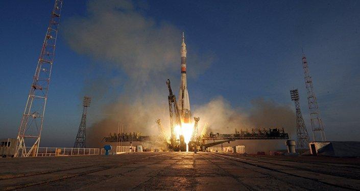 Lançamento da nave espacial Soyuz TMA-19M do Centro Espacial de Baikonur