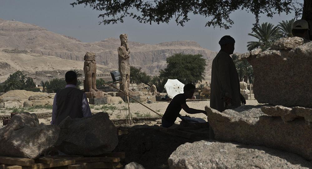 Estátuas de faraó Amenhotep em Luxor